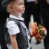 Kind an einer Hochzeit